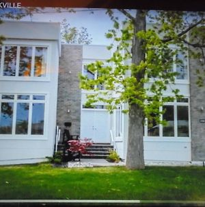 Luxury White House In Oakville Free Ev Charging photos Exterior