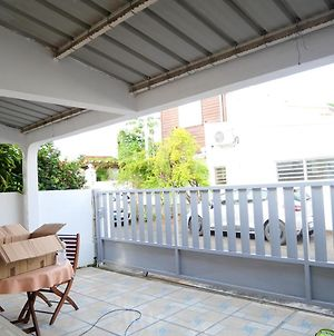 House With 2 Bedrooms In Saintdenis With Wonderful City View Enclosed Garden And Wifi 28 Km From The Beach photos Exterior