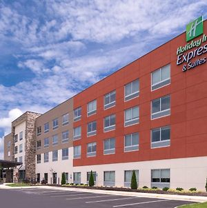 Holiday Inn Express & Suites Farmville photos Exterior
