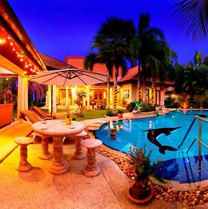 Relaxing Palm Pool Villa, & Tropical Illuminated Garden & Private Swimming Pool. photos Exterior