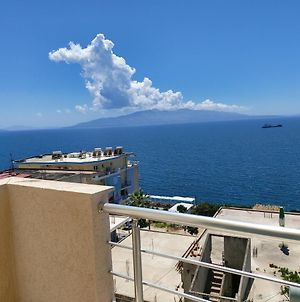 Beautiful Sea View Apartment- Perfect Location photos Exterior