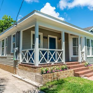 Fully Renovated Sea Foam Cottage; Blocks From Galveston College And Beach photos Exterior