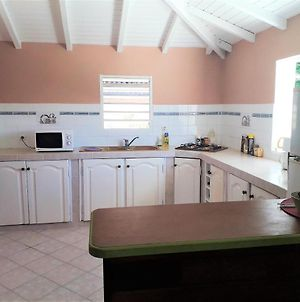 Apartment With 2 Bedrooms In Saintfrancois With Furnished Terrace And Wifi 800 M From The Beach photos Exterior