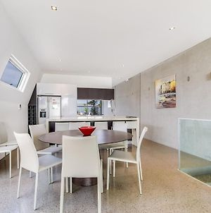 Nautilus 2 Luxury Retreat - Modern Beachfront Townhouse, Wifi, Water Views photos Exterior