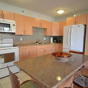 Waikiki Banyan 910 With Amenities Galore - One Block To Waikiki Beach - Free Parking, Free Wifi photos Exterior
