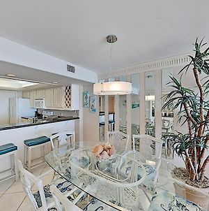 New Listing! Mid-Island Marvel With Gym & Pools Condo photos Exterior