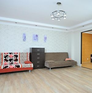 Omsk Sutki Apartment On 70 Let Octyabrya 10 3 photos Exterior