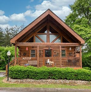 Wild West: Pin Oak Resort Cabin In The Heart Of Pigeon Forge, Hot Tub And Resort Pool! photos Exterior