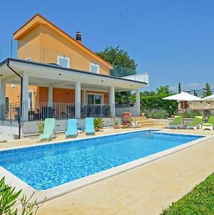 Four Bedroom Holiday Home In Kanfanar photos Exterior