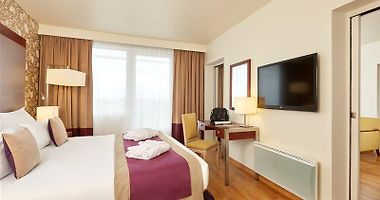 Paris Hotels From 25 Usd Night January 2021 Booked Net