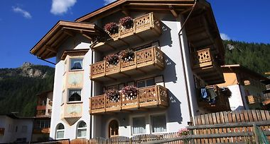 Cesa Castlunger Canazei Italy From Us 263 Booked
