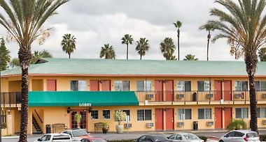 Travelodge By Wyndham Oceanside photos Exterior