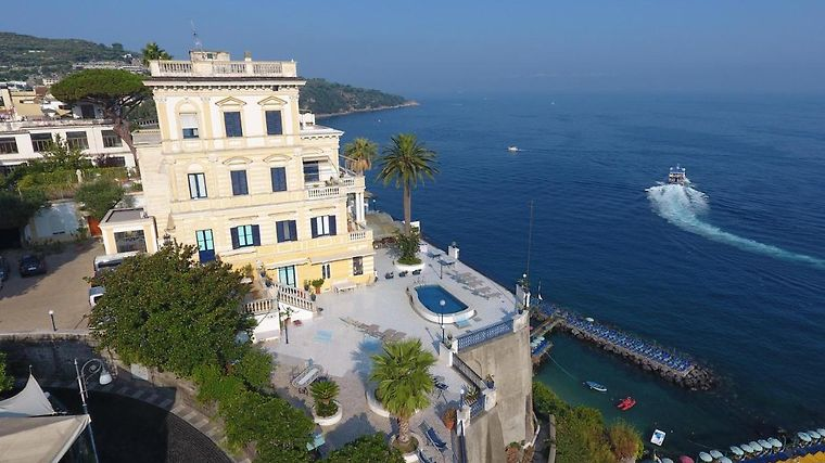 Villa La Terrazza Sorrento Italy From Us 446 Booked